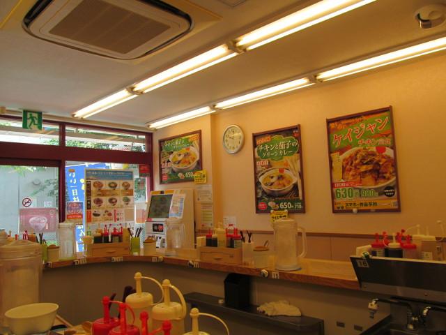 松屋店内のチキンと茄子のグリーンカレーポスター