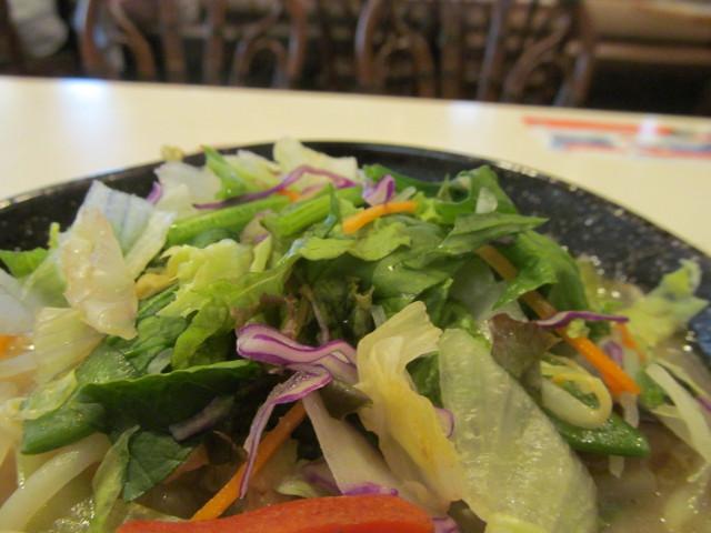 ガスト1日分の野菜のベジ塩タンメンの生野菜たち1