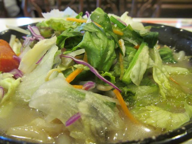 ガスト1日分の野菜のベジ塩タンメンの生野菜たち2