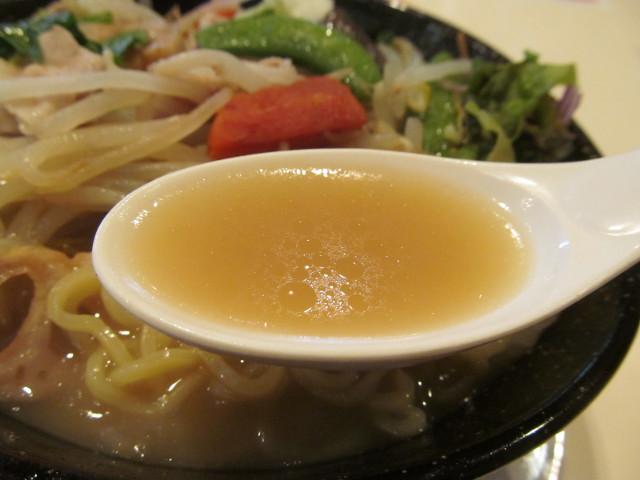 ガスト1日分の野菜のベジ塩タンメンのスープ