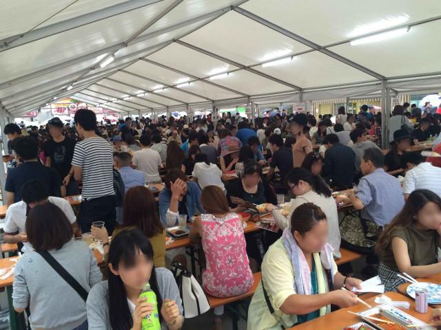 激辛グルメ祭り2015の大型テント客席1