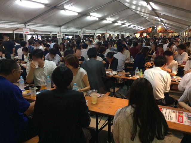 激辛グルメ祭り2015の大型テント2