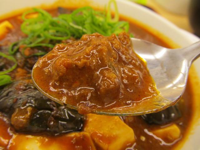 松屋茄子と豆腐と粗挽き肉の四川風麻婆定食の粗挽き肉持ち上げ