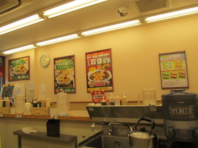 松屋店内の茄子と豆腐と粗挽き肉の四川風麻婆定食ポスター