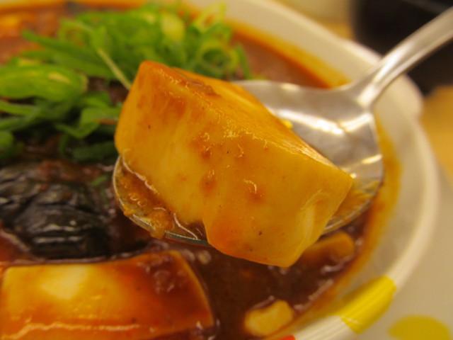 松屋茄子と豆腐と粗挽き肉の四川風麻婆定食の豆腐持ち上げ