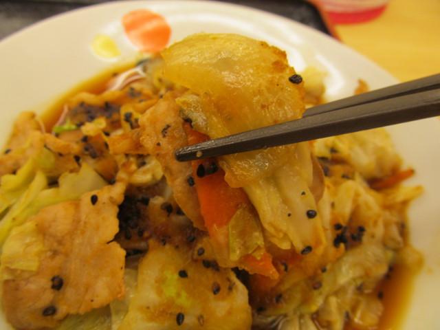 松屋スタミナ肉野菜炒めの全具材持ち上げ