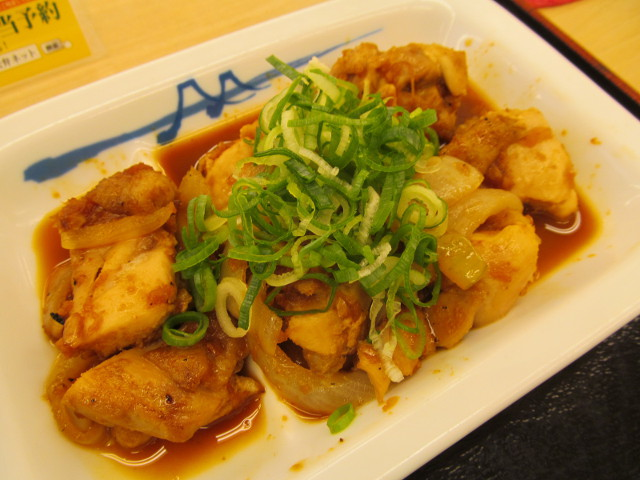 松屋鶏のバター醤油炒め定食の鶏のバター醤油炒め