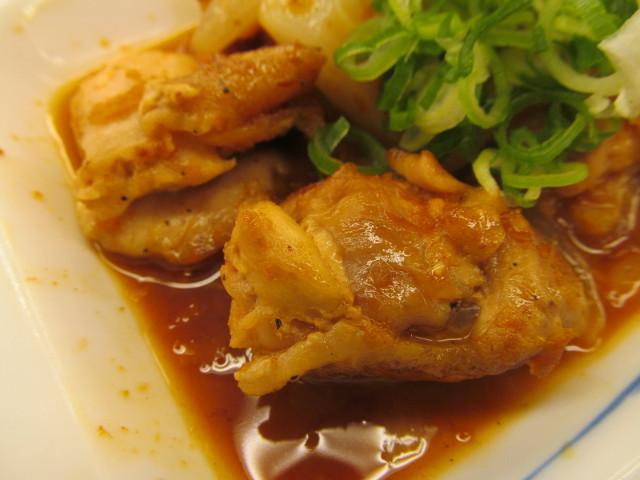 松屋鶏のバター醤油炒め定食の鶏肉