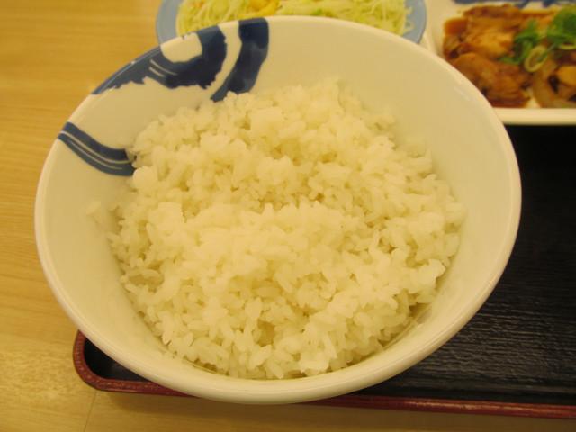 松屋鶏のバター醤油炒め定食の大盛ライス