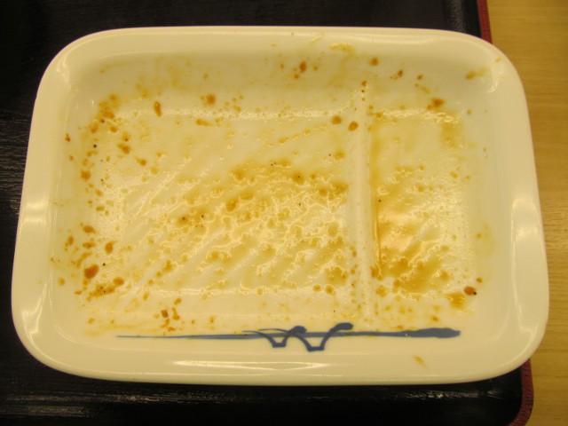 松屋鶏のバター醤油炒め定食の生野菜とバター醤油を完食