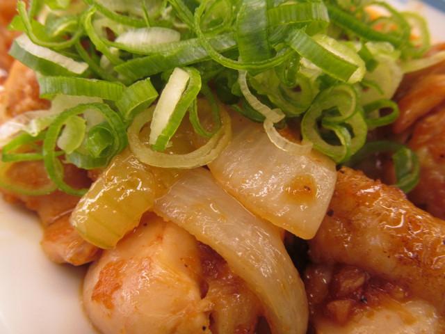 松屋鶏のバター醤油炒め定食の玉ねぎ