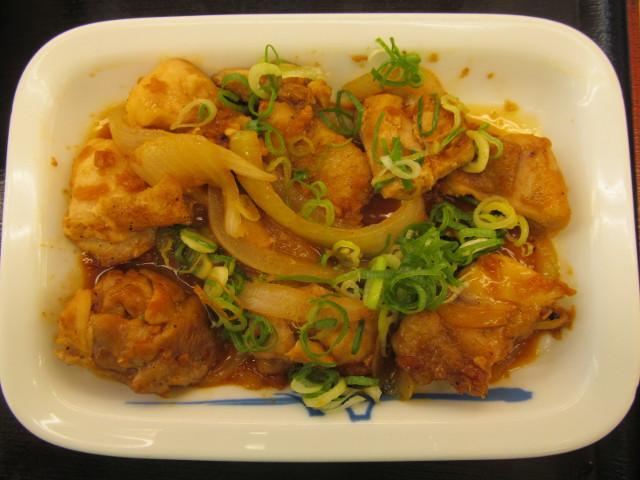 松屋鶏のバター醤油炒め定食の鶏肉は8個