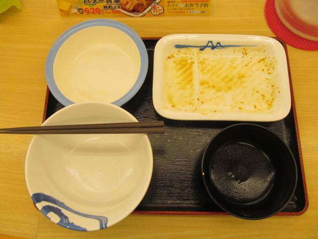 松屋鶏のバター醤油炒め定食を完食完飲
