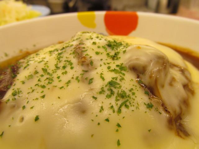 松屋チーズフォンデュハンバーグ定食の粉パセリ