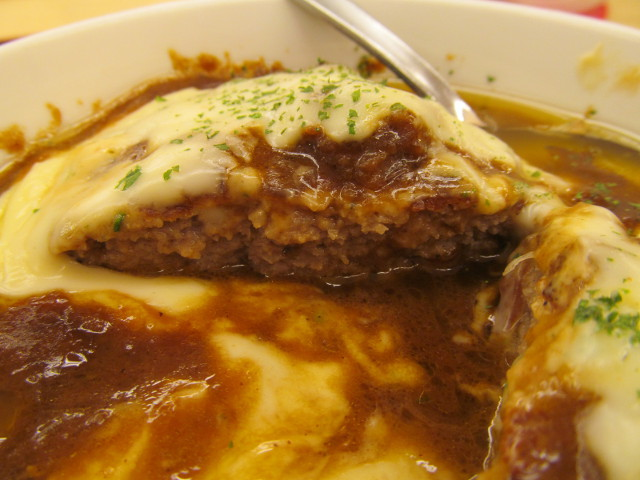 松屋チーズフォンデュハンバーグ定食のハンバーグ断面左側