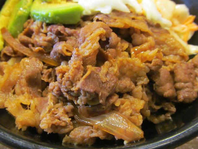 すき家アボカド牛丼の牛肉