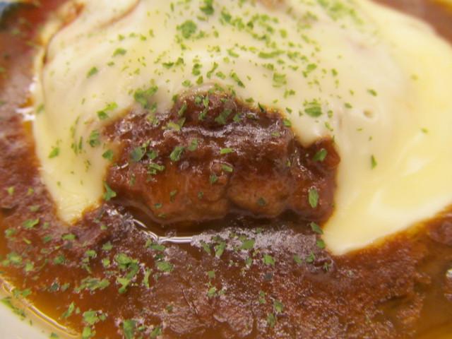 松屋チーズフォンデュハンバーグ定食のハンバーグ