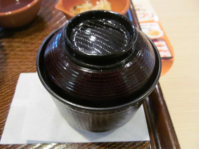 ガスト特盛カキからドンの味噌汁開封前