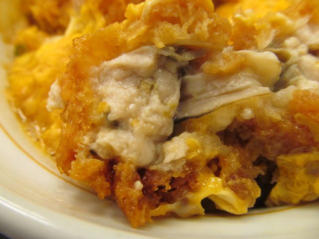 なか卯牡蠣とじ丼のカキフライの断面左側