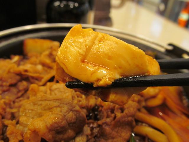 吉野家横浜デミ牛鍋膳大盛の豆腐持ち上げ