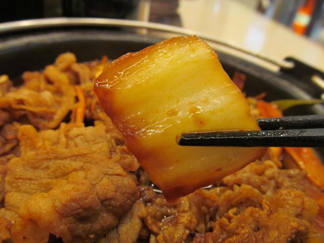 吉野家横浜デミ牛鍋膳大盛の白菜持ち上げ