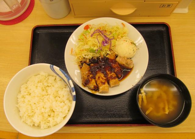 松屋厚切り豚テキ定食ライス大盛無料一式