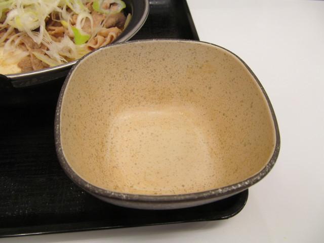 吉野家北海道豚味噌鍋膳の空の器