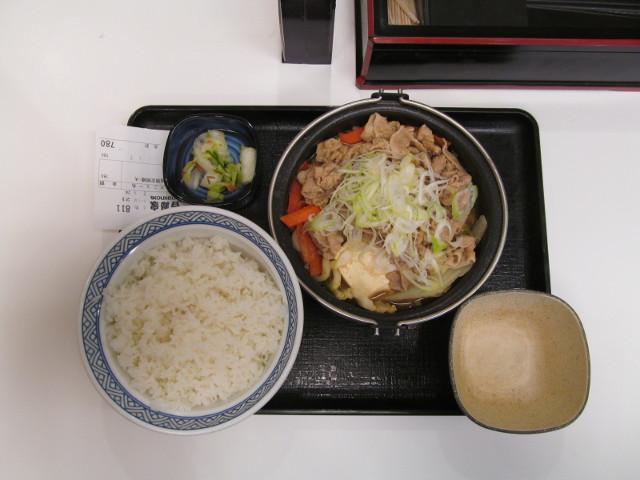 吉野家北海道豚味噌鍋膳一式を真上から