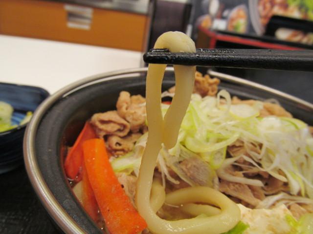 吉野家北海道豚味噌鍋膳のうどん持ち上げ