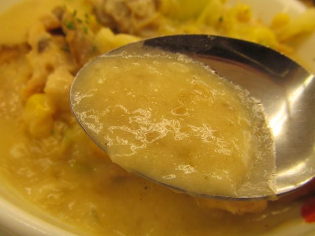 松屋鶏と白菜のクリームシチュー定食のクリームシチュー持ち上げ