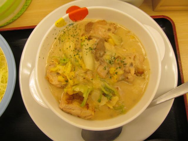 松屋鶏と白菜のクリームシチュー定食のクリームシチューを真上から