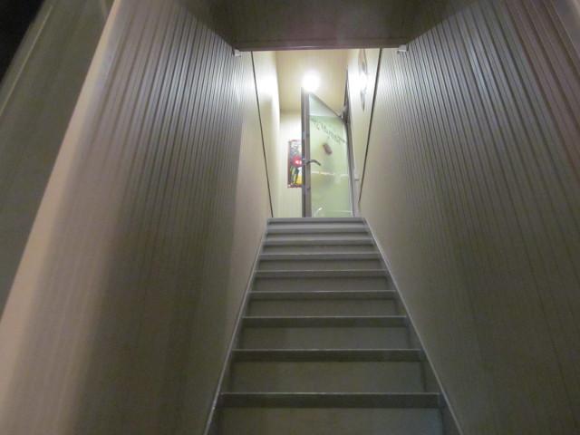 たまりやへ昇る階段20161213