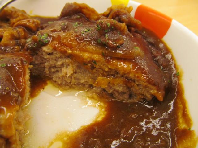 松屋ビーフシチューハンバーグ定食のハンバーグの断面右