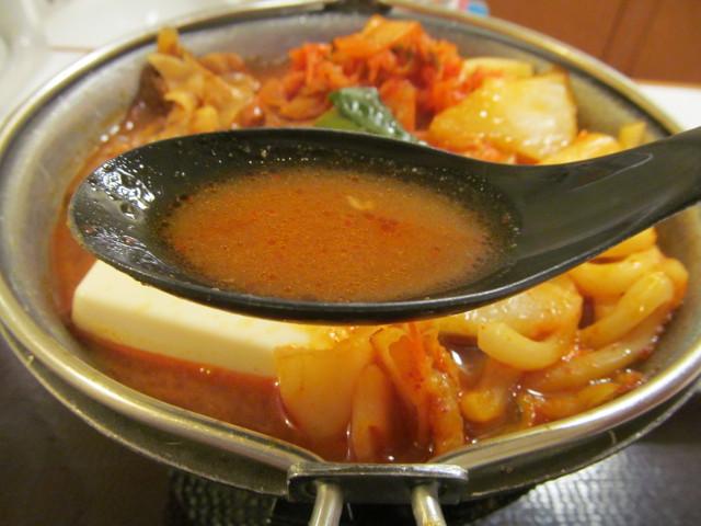 すき家豚チゲ鍋定食のスープ持ち上げ