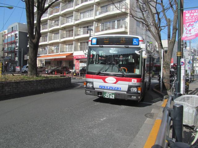 等13一番バスが梅ヶ丘駅に到着20170127
