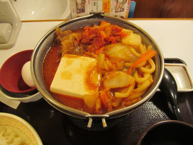すき家豚チゲ鍋定食の鍋