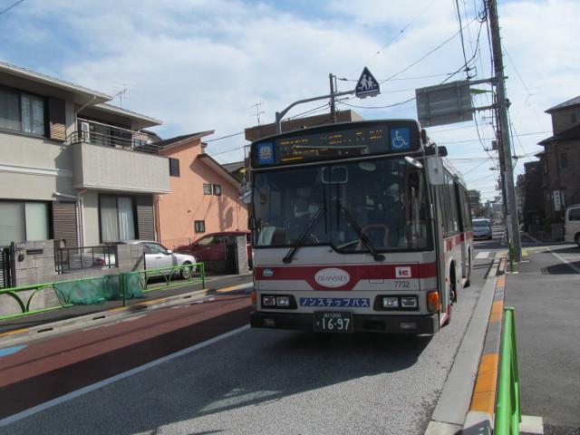 等13等々力操車所発の一番バスが到着20170127