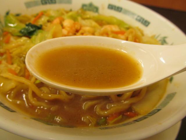 日高屋海老味噌ラーメンのスープ持ち上げ