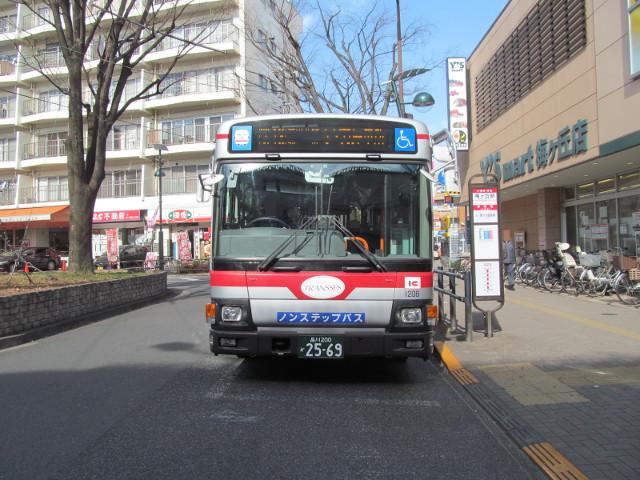 等13一番バスを正面から20170127