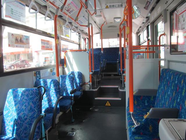 等13一番バスの誰もいない車内20170127