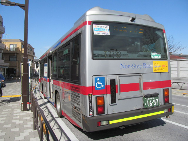 世田谷駅前で等13等々力操車所発の一番バスを降車20170127
