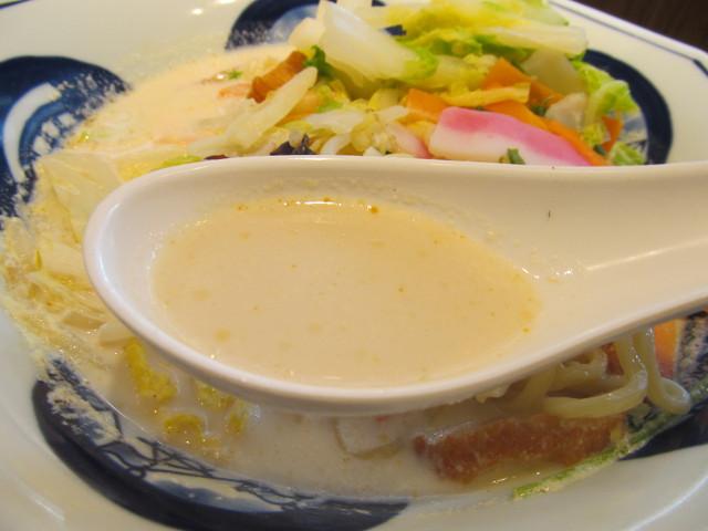 リンガーハット白菜たっぷりちゃんぽんのスープ持ち上げ