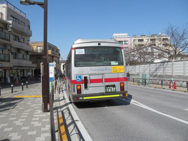 世田谷駅前で等13等々力操車所発の一番バスを降車2_20170127