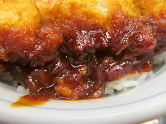 かつや豚バラチキンカツの合い盛り丼の八丁味噌ダレ