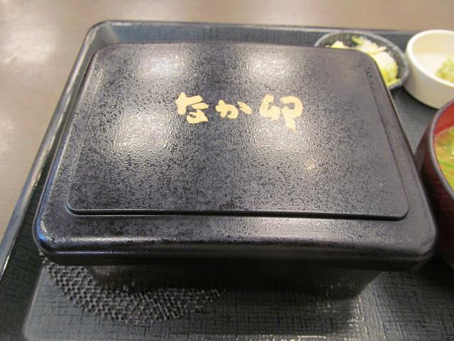 なか卯熟成リブロースステーキ重の重箱
