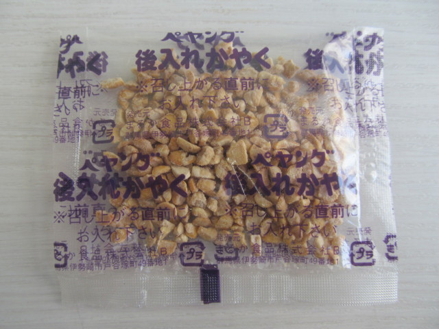 ペヤングソースやきそばプラス納豆の乾燥ひきわり納豆オモテ