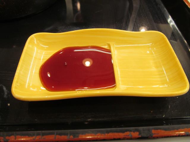 吉野家辛子明太子定食の海苔用に醤油を注入