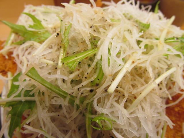 かつやガツ盛り野菜のチキンカツ丼のガツ盛り野菜