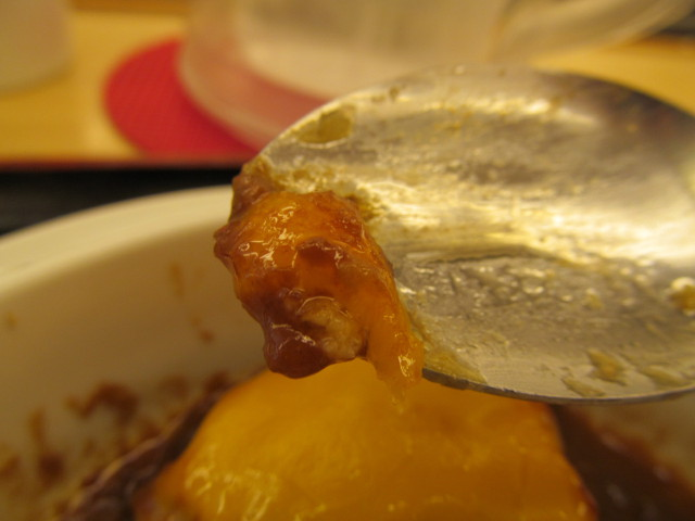 松屋ブラウンチーズハンバーグ定食のチーズをちょこっと取る