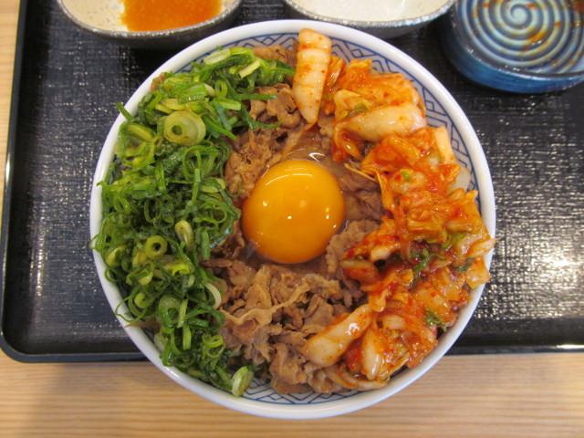 吉野家牛丼大盛へキムチを投入20170428